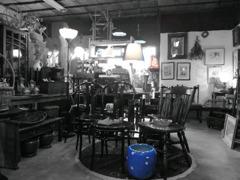 青い火鉢と灯り