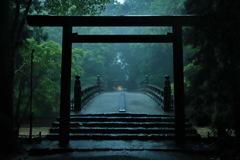 降りしきる雨の伊勢神宮 十