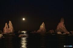 橋杭岩と満月のコラボ