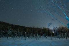 青い池と星