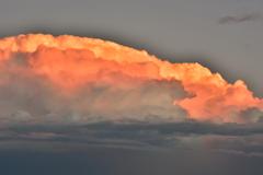 20181109_170006 西日を受け、燃える雷雲