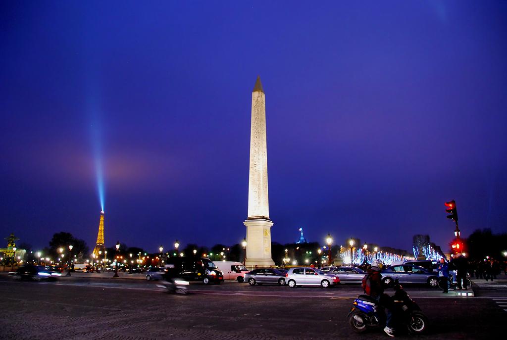 コンコルド広場のオベリスク・・パリ