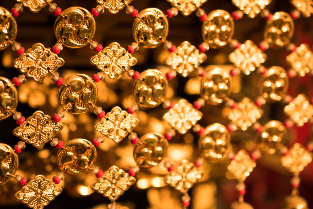 Decoration of gold