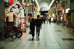商店街(夜)
