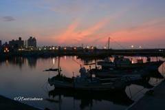 早朝の片瀬漁港