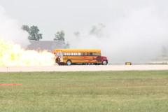 ジェットエンジン付きスクールバス