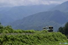 小淵沢カーブの甲斐駒ヶ岳背景