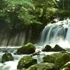 滝飛沫と光芒