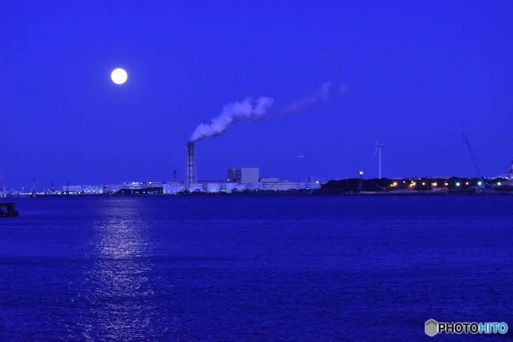 満月の運河