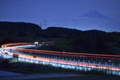 富士へ向う光跡