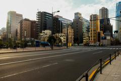 朝のオフィス街