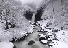 雪解け苗名滝