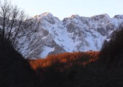 夕暮れの戸隠山