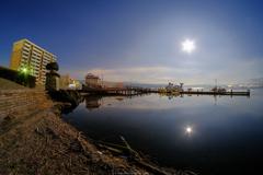 諏訪湖と月