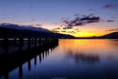 諏訪湖から富士を望む