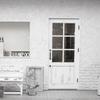 白い壁と白いドア。