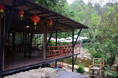 山の中のカフェ