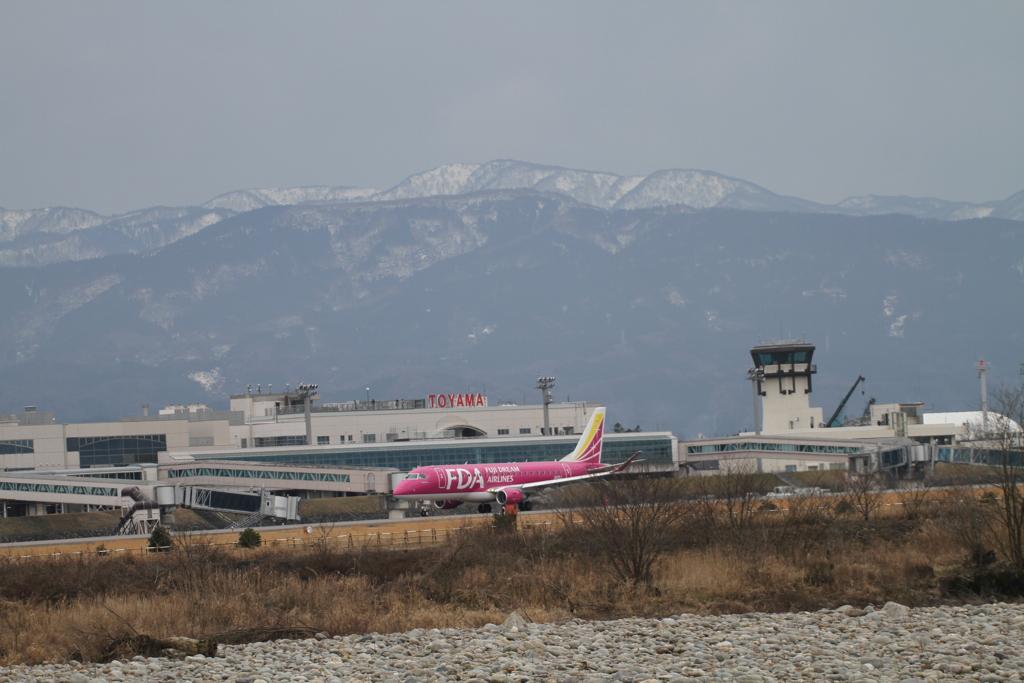 富山空港にFDAだ