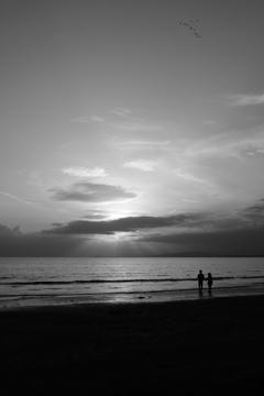 片瀬海岸 春 夕日