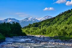 寒河江川上流から霊峰月山を望む