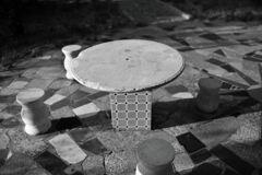 石のテーブル&チェア
