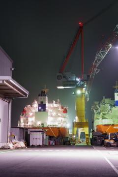 夜の造船所