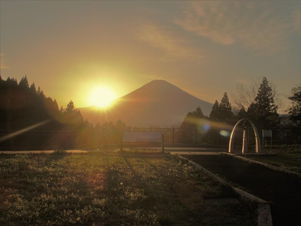 夕日が沈む富士
