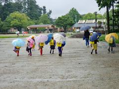 雨の日の下校