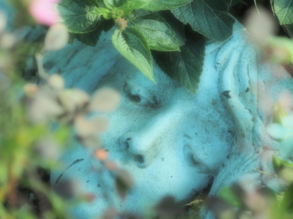 Garden ornament 3 悲しき女神