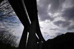春の空見上げて