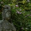 花束を抱えた菩薩様