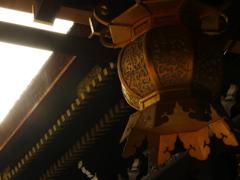 夕日を浴びた灯籠