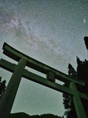 比婆大社大鳥居とアンドロメダ銀河