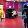 駅ピアノ盛況、順番待ち