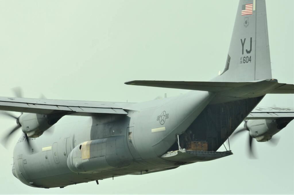 C130荷物の投下訓練