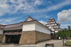 会津若松城・鶴ヶ城 表門から望む
