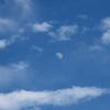 青空と雲とお月様。