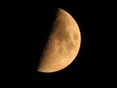 上弦の月@肉眼でみた色