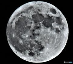 46年ぶりのHalloween満月 (月齢14.3)