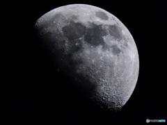 今宵の月 (月齢9.3) 手持ち撮影