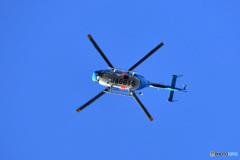 家の上空を千葉県警のヘリが飛ぶ