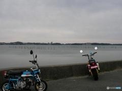 空も浜名湖も鉛色