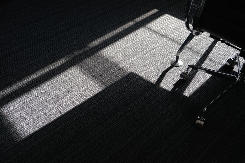 陽の光を踏みつける脚