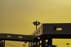 夕日に。。フェリー乗り場への連絡通路