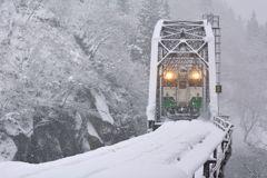 マタヒト頻リ雪ガ降ル