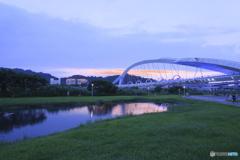 夕暮れの河川公園