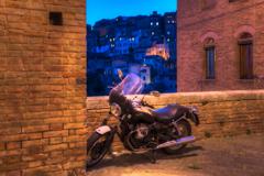 中世都市とバイク