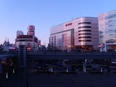 川口駅前の風景
