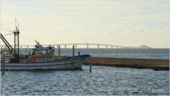 漁船とアクアライン