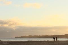 夕浜を歩く